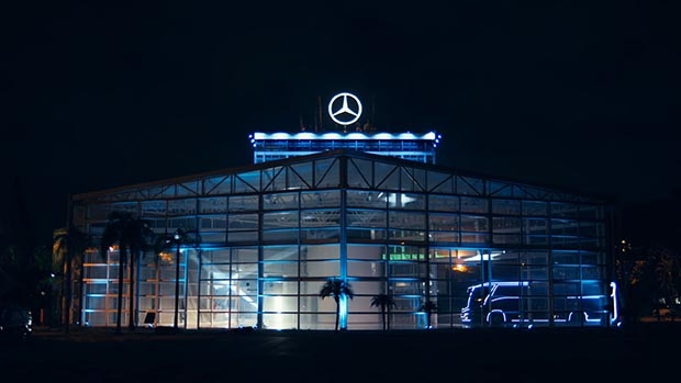 Mercedes-Benz transforma fábrica em Polo Norte